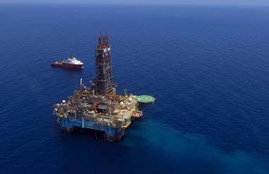 Plataforma del pozo Sirulo-1 que fue explorado a medianos del año pasado por la compañía Repsol en aguas del mar Caribe de Colombia.