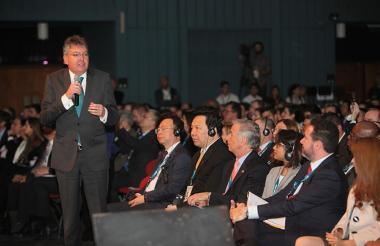 Mauricio Cárdenas interviene en una reunión de la Asamblea del BID, que tuvo lugar en Argentina.