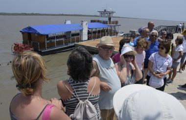 Turistas de Brasil en visita que realizaron al malecón del Centro de Eventos.