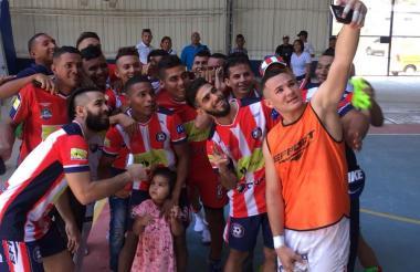 Los jugadores del Independiente Barranquilla celebrando el triunfo ante el equipo Fútbol Club Huila.