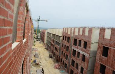 Edificios en construcción en Alameda del Río.