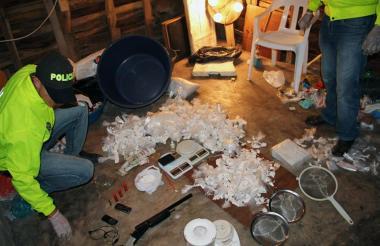 Decomiso de coca lista para vender en un golpe dado por la Policía Nacional a una red de narcomenudeo.