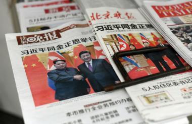 Periódicos chinos registran la visita de Kim Jong-un al país.