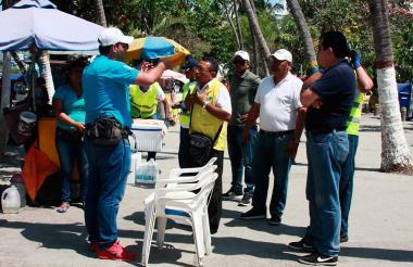 Funcionarios de la Secretaría de Gobierno de Santa Marta en los operativos de este Viernes Santo.