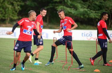 Jarlan Barrera, Leonardo Pico, Víctor Cantillo y Germán Gutiérrez, cuatro de los jugadores concentrados.