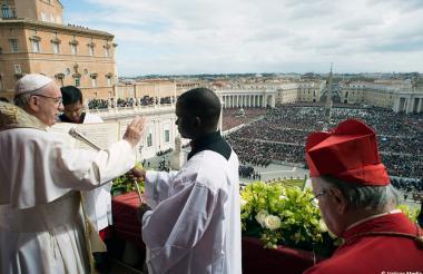 El Papa durante la misa de este Domingo Santo desde la Plaza de San Pedro.