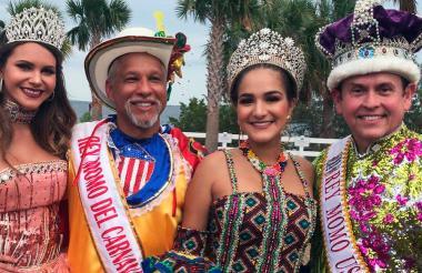 Valeria Abichaibe rodeada de los reyes del Carnaval en Tampa Bay.