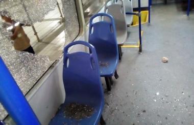 Uno de los buses afectados.