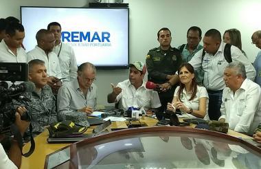 Eduardo Verano, Alejandro Char y Rosa Cotes, durante el consejo de gobierno desarrollado en Sitionuevo.
