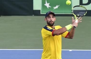 Juan Sebastián Cabal durante el partido de dobles en la serie entre Brasil y Colombia.