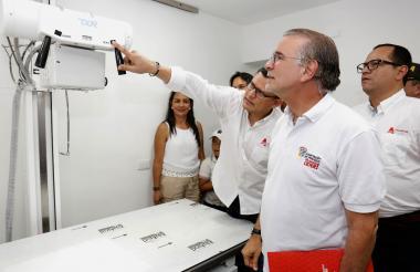 El gobernador del Atlántico, Eduardo Verano, en la inauguración de las obras del Hospital Local de Baranoa.