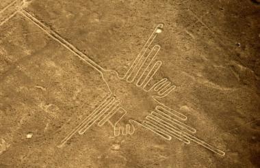 Vista aérea del Colibrí, un geoglifo en las líneas de Nazca.