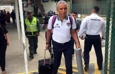 Alexis Mendoza tras su arribo a Barranquilla.