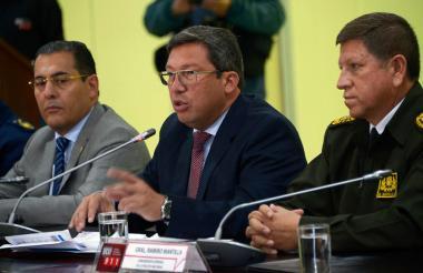 César Navas, ministro del Interior del Ecuador, en el diálogo que sostuvo con la prensa.