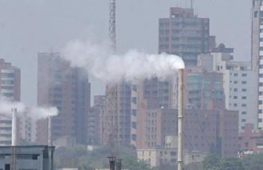 Aspecto del humo que diariamente se ve en la ciudad.