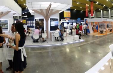 La muestra de expositores que participan en la Vitrina Inmobiliaria del Caribe en el Puerta de Oro.