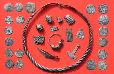 Parte del tesoro descubierto en Rügen, Alemania.
