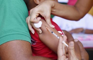 Entre las medidas adoptadas por las autoridades de salud en el país está la realización de jornadas extraordinarias de vacunación en todo el territorio.