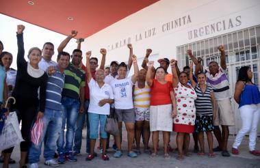 Usuarios de MiRed IPS se quejan en las afueras del Camino La Luz Chinita.