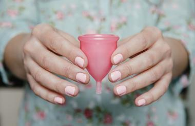 La copa menstrual es amigable con el medio ambiente y puede demorar hasta 10 años.