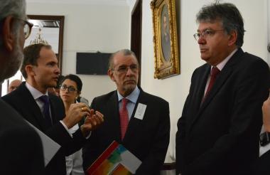 El gobierno Eduardo Verano hizo parte de una delegación de cinco mandatarios de las regiones Andina, Pacífico y Eje Cafetero, que hicieron lobby en el Congreso para convencer a varios senadores de aprobar este proyecto.