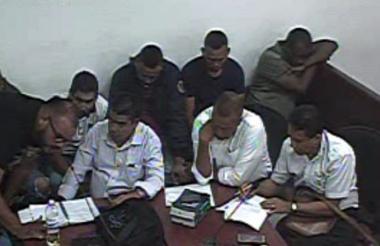 Seis detenidos, junto a sus abogados defensores.
