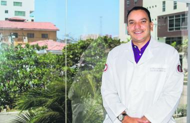 William Sánchez, médico internista.