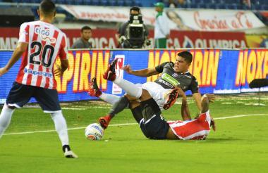 El fútbol es un deporte de mucho contacto físico, lo que hace lenta la recuperación.