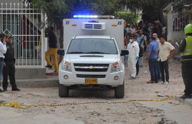 Agentes del CTI de la Fiscalía realizaron el levantamiento del cuerpo.
