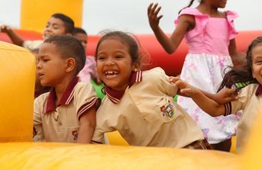 Estudiantes del corregimiento Aguas Vivas, durante la celebración.