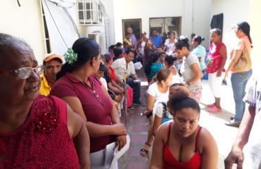 Hombres y mujeres participaron de la primera jornada móvil, que se llevó a cabo en Malambo.