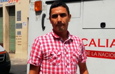 Jair Álvarez, momentos antes de ingresar a la URI, en donde se entregó.