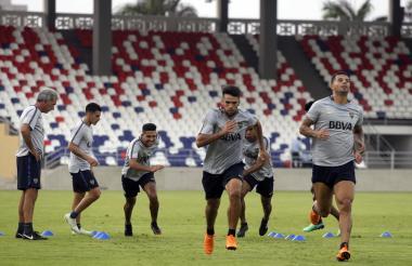 Jugadores de Boca durante el entrenamiento.
