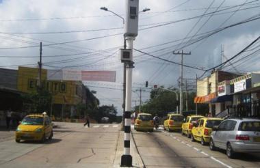 Varios vehículos circulan por la calle 72, en el norte de Barranquilla.