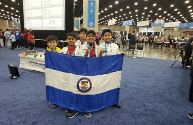 Tomás López, José A. Ruiz, Juan D. Tapia, Nicolás Garzón y Gabriel Giraldo.