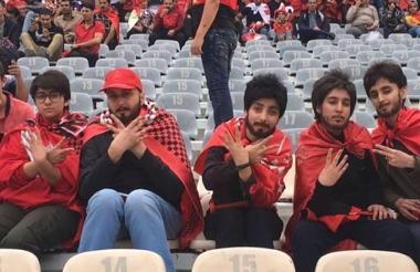 Las mujeres se disfrazaron de hombre para entrar al estadio.