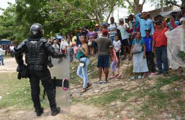 El Esmad impidió el avance de los manifestantes.