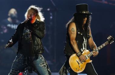 Axl Rose junto a Slash en su reciente gira.
