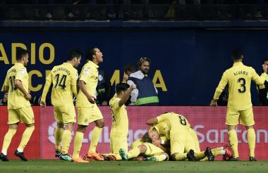 Los jugadores del Villarreal festejan el tanto de Mario Gaspar.