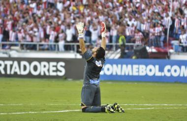 Sebastián Viera festejando un gol de Junior.