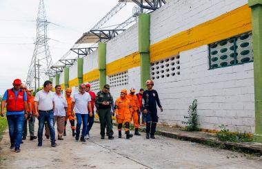 El gobernador Verano recorrió algunas de las estructuras afectadas en 12 municipios.