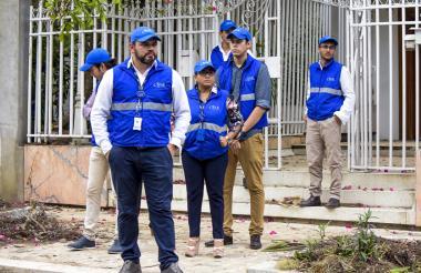 Roberto Amor, gerente de la SAE, en la entrada de la casa confiscada a López.