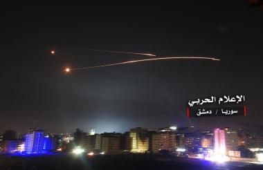 El ataque israelí en la madrugada de ayer en Siria dejó 23 combatientes muertos.