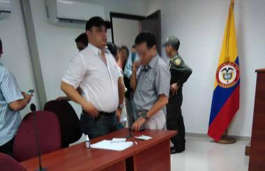 El fiscal Mario Lora, con gorra.