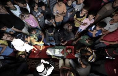 Los funerales de los 52 palestinos fallecidos se cumplen en medio del rechazo colectivo.