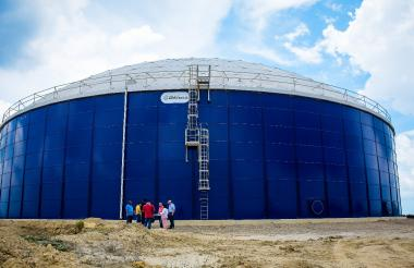 El tanque está ubicado en el cerro Sevilla, en el suroccidente de Barranquilla.