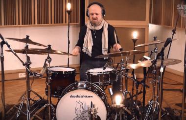 El maestro de la batería Claus Hessler, de Alemania.