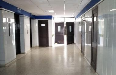 Vacíos se observan los pasillos del Hospital Universitario Cari E. S. E.