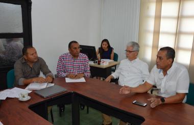 Reunión del funcionario de Cerrejón con el alcalde encargado.