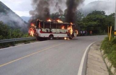 Bus quemado por las Farc en Toledo, Antioquia.
